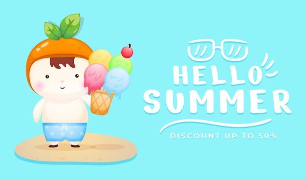 Simpatico bambino che tiene il gelato con banner di auguri estivi