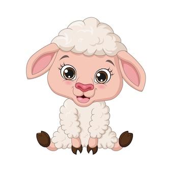 Simpatico cartone animato agnellino seduto e sorridente su sfondo bianco