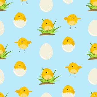 Modello senza cuciture sveglio del fumetto blu con pollo giallo soleggiato in erba, uova e volo