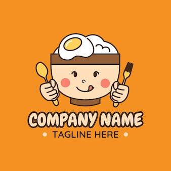 Logo di illustrazione vettoriale di ciotola carina con riso all'uovo sulla parte superiore che tiene cucchiaio e forchetta in sfondo arancione