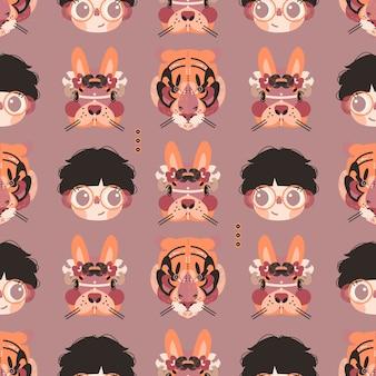 Ragazzo carino, coniglietto e tigre facce in un modello senza soluzione di continuità