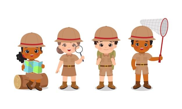 Ragazzo carino e ragazza in uniformi da scout set di clip art per il campo estivo design piatto vettoriale dei cartoni animati