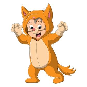 Il ragazzo carino indossa il costume da gatto e spaventa le persone dell'illustrazione