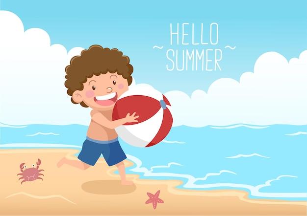 Ragazzo carino con pallone da spiaggia in spiaggia ciao estate Vettore Premium