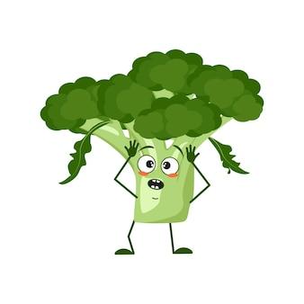 Simpatico personaggio di broccoli con emozioni in preda al panico afferra la testa, il viso, le braccia e le gambe. l'eroe divertente o triste, verdura verde o cavolo. illustrazione piatta vettoriale