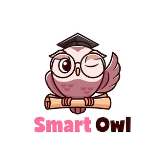 Illustrazione del fumetto di gufo marrone sveglio con gli occhiali da vista