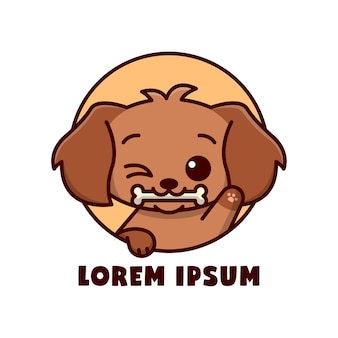 Cucciolo marrone sveglio morde un logo a fumetto in piccolo osso