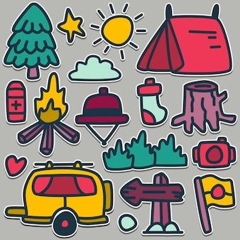 Illustrazione sveglia di progettazione di scarabocchio dell'attrezzatura del campeggiatore