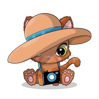 Gatto simpatico cartone animato con macchina fotografica e cappello in estate