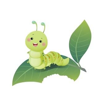 Bruco simpatico cartone animato che mastica foglia verde.