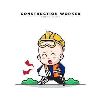 Simpatico personaggio dei cartoni animati del bambino operaio edile con un gesto di frattura del braccio e della gamba