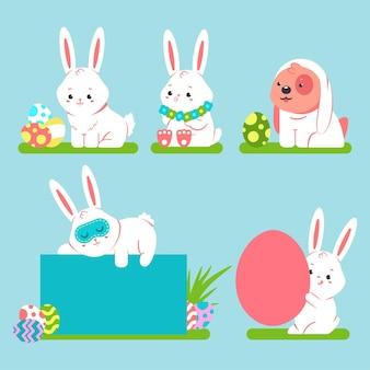 Simpatico cartone animato coniglietto di pasqua e cane con uova colorate. i caratteri divertenti degli animali del fumetto hanno messo isolato.