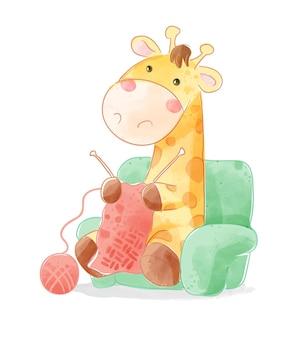 Giraffa sveglia del fumetto che lavora all'uncinetto sull'illustrazione del sofà