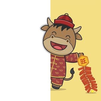 Simpatico bue cinese del nuovo anno che tiene nascosto il petardo