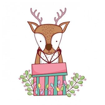 Carino renna di natale con ghirlanda e regali