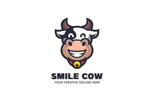 Modello di logo mascotte dei cartoni animati di mucca carina
