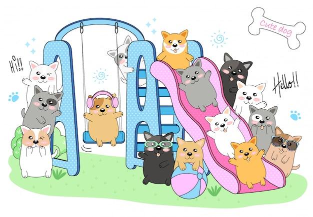 Cani svegli che giocano nel parco giochi