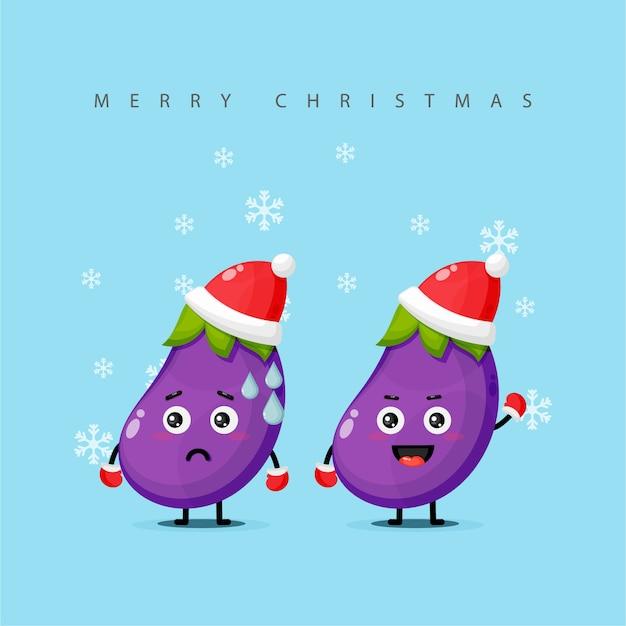 Simpatica mascotte di melanzane vestita in costume natalizio
