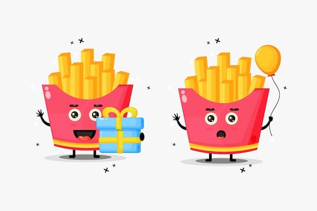 Simpatica mascotte di patatine fritte per il compleanno