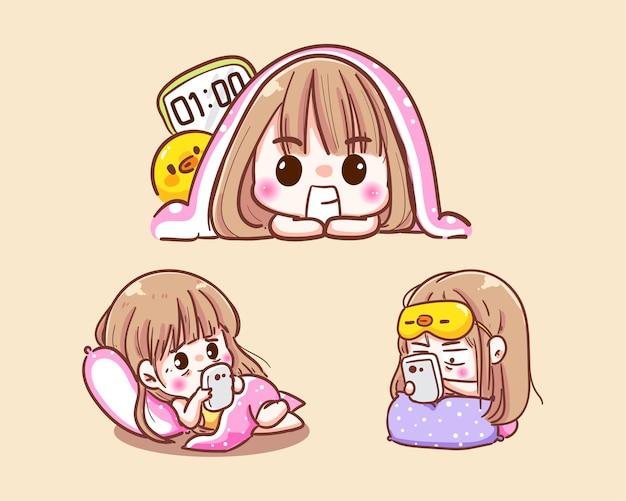 Ragazza carina che gioca smartphone o tossicodipendente online sociale mentre va a letto e dorme fino a tarda notte
