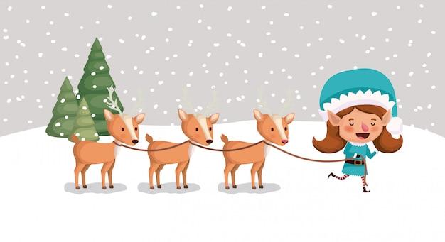 Aiutante di babbo natale ragazza carina con renne in snowscape