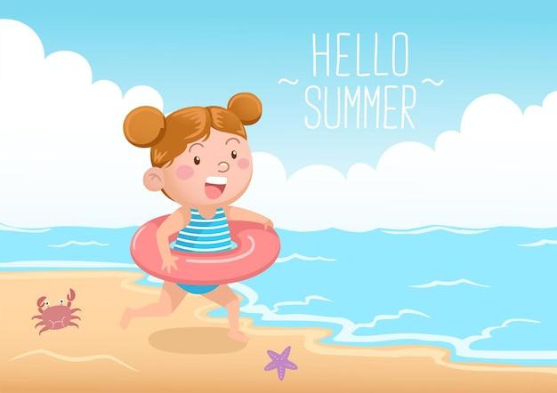 Ragazza carina con ciambella da nuoto in spiaggia ciao estate