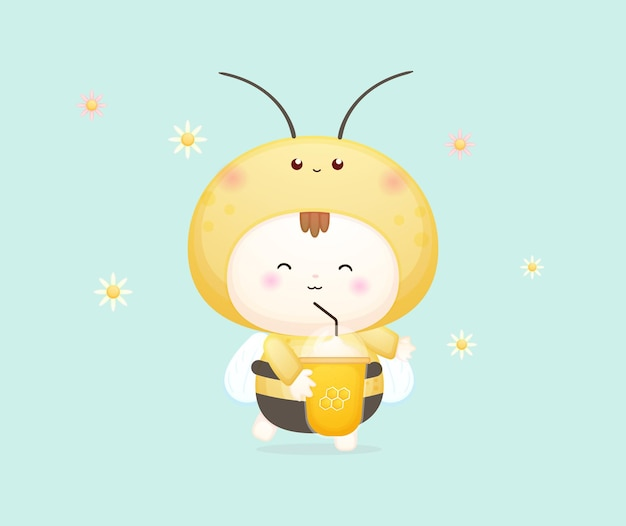 Bambino felice sveglio in costume da ape che tiene e beve l'ape del miele. illustrazione del fumetto della mascotte vettore premium