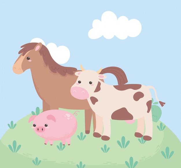 Mucca e maiale svegli del cavallo nel paesaggio naturale degli animali del fumetto dell'erba