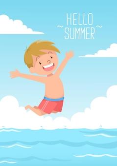 Il ragazzo carino salta per nuotare ciao estate