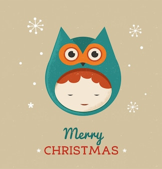 Ragazzo carino in costume natalizio da gufo.