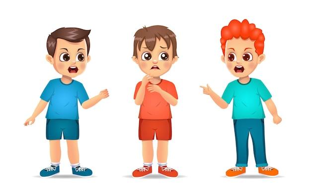 Bambini carini che combattono con un amico. isolato su bianco