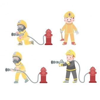 Lavoro di pompiere di bambini carino in azione con la raccolta di idrante