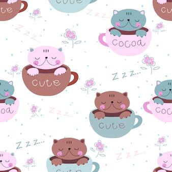 I gattini carini dormono dolcemente nelle tazze