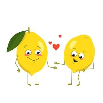 Simpatici personaggi di limone con emozioni d'amore, viso, braccia e gambe. decorazione primaverile o estiva. gli eroi degli agrumi del cibo divertente o felice si innamorano. illustrazione piatta vettoriale
