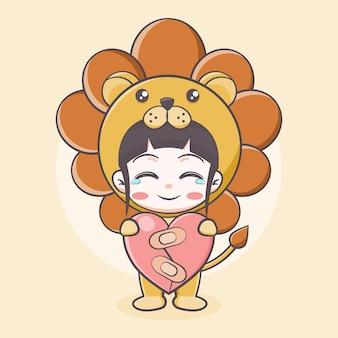 Ragazza carina in costume da leone che tiene in mano un'illustrazione di cartone animato con focolare guarito