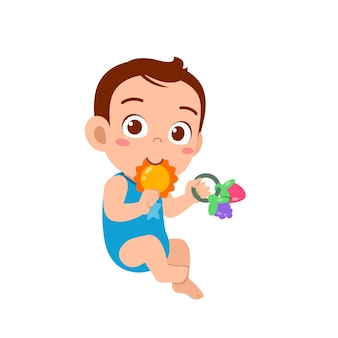 Piccolo neonato sveglio che gioca con il giocattolo da masticare