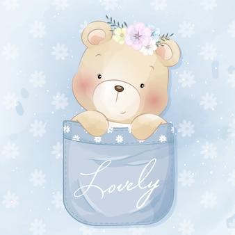 Simpatico orsetto seduto dentro la tasca