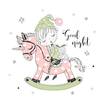 Il ragazzino sveglio sta dormendo dolcemente su un cavallo giocattolo di unicorno.