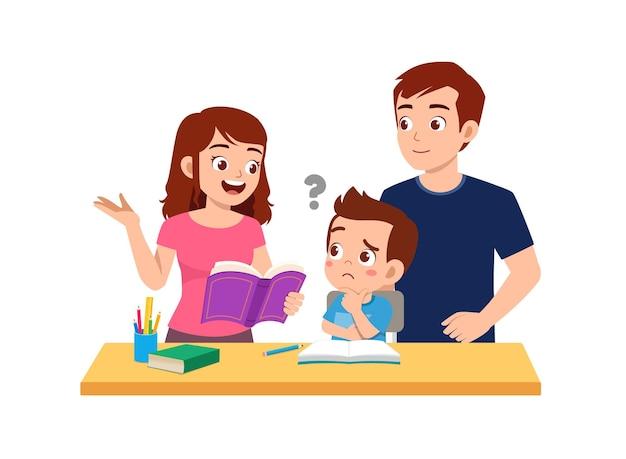 Studio sveglio del ragazzino con madre e padre a casa insieme