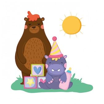 Simpatico e piccolo personaggio ippopotamo con cappello da festa