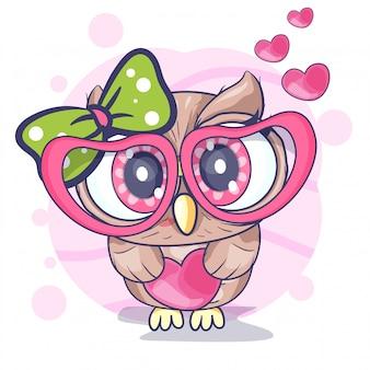 Ragazza carina piccolo gufo con un cuore