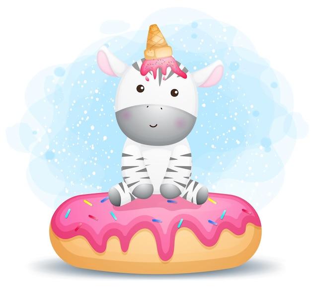 Piccola zebra sveglia che si siede sul grande dessert