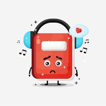Mascotte sveglia del taccuino che ascolta la musica