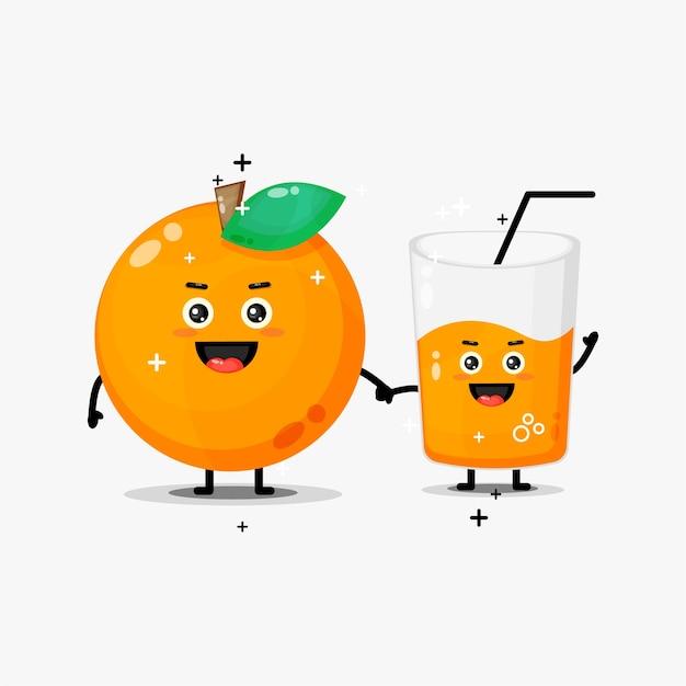 Simpatica mascotte di succo d'arancia e arancia tenendosi per mano