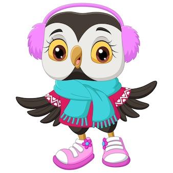 Simpatico cartone animato gufo indossa una sciarpa e cuffie di pelliccia