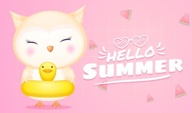 Simpatico gufo sulla boa di nuoto con banner di saluto estivo summer