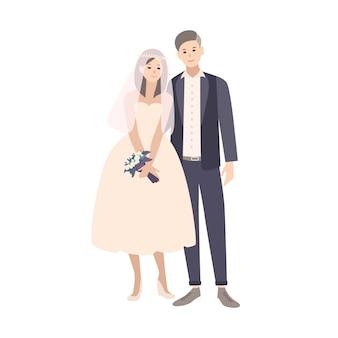 Coppia carina di giovane sposa e sposo alla moda vestiti con abiti fantasiosi