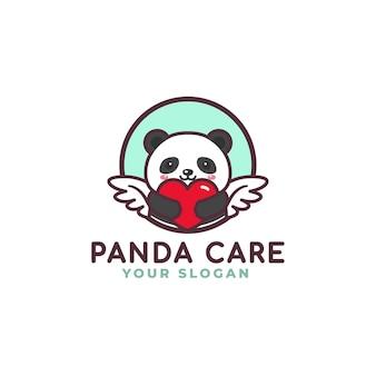 Panda sveglio che abbraccia il negozio del bambino della mascotte di logo di cura del cuore