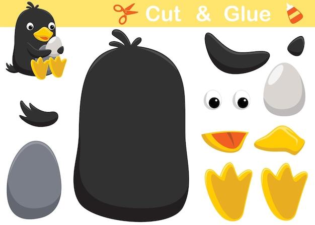 Simpatico cartone animato pinguino che tiene il suo uovo. gioco di carta educativo per bambini. ritaglio e incollaggio