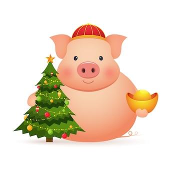 Maiale sveglio con oro cinese e albero di natale su uno sfondo bianco. capodanno cinese del maiale.